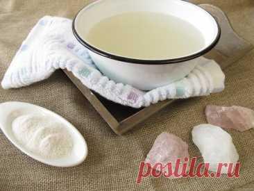 Стакан соленой воды под кроватью уберает негатив с дома