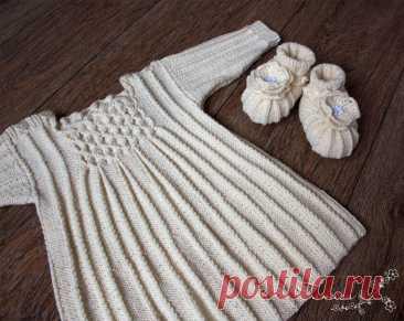Вязаное платье с буфами