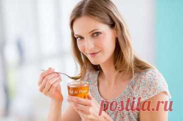 Следуйте этой диете с медом, и Вы можете легко потерять 2-3 кг всего за 3 дня Мы все знаем, если вы принимаете мед в утренние часы на голодный желудок, это может помочь вам в потере веса, но знаете ли вы, что можете умножитьееэффект, добавив 1 ч.л. меда в каждый прием пищи в день.