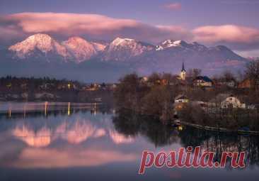 Небольшая деревушка в Словении под названием Трбое (Trboje) на берегу одноименного озера. Фотограф – Василий Яковлев.