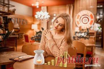 «Денежные» эфирные масла - Какие и как применять   ГОРНИЦА «Денежные» эфирные масла на практике. Арматы всегда притягивают определенные энергии. Есть эфирные масла для спокойствия, либо напротив