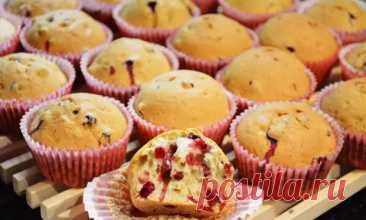 Кексы на кефире: универсальный и недорогой рецепт выпечки, в которую можно добавить шоколад, изюм, орехи - Odnaminyta - медиаплатформа МирТесен