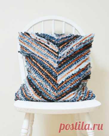 Идея: фактурная подушка из старых джинсов — Мастер-классы на BurdaStyle.ru