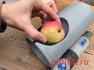 Как легко собирать фрукты с верхних веток. Очень простой инструмент для дачи своими руками | Штуки из труб | Яндекс Дзен