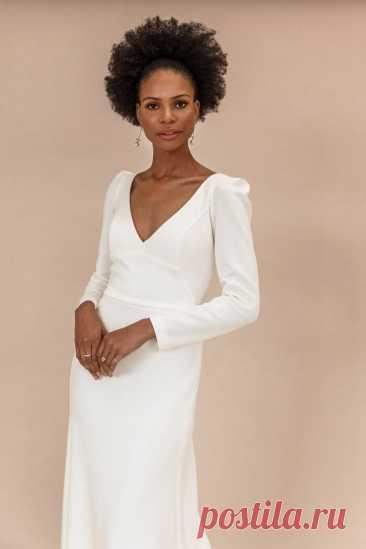 Длина макси, глубокое декольте, приталенный силуэт. Модные платья осень-зима 2021/2022. Тенденции моды осень-зима 2021/2022