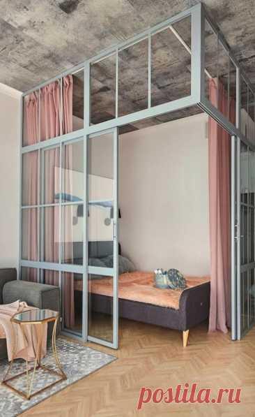 Крутое зонирование спальни! Мне очень нравится, цвета отлично подобраны.