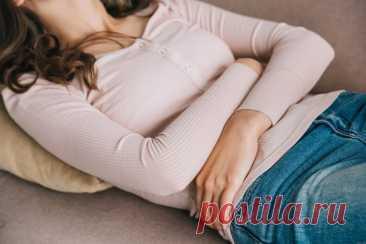 Чем может быть опасно урчание в животе  Урчание в животе — кажется, что вполне безобидный симптом. Однако, данный признак может сигнализировать о серьезных неполадках в организме! Рассмотрим, о каких патологиях может идти речь и что делать при урчании в животе.  Причины урчания в животе  Заболевания ЖКТ  Например, речь может идти о следующих патологиях:  Язвенной болезни желудка и двенадцатиперстной кишки. Синдроме раздраженного кишечника Пищевом отравлении и кишечных расс...