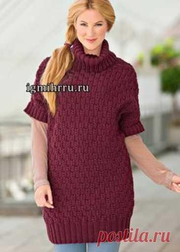 Для пышных дам. Удлиненный пуловер винного цвета, с вертикальным рельефным узором. Вязание спицами