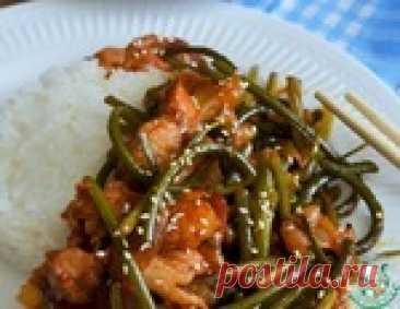 ¡La carne de cerdo picante en coreano con las agujas de ajo!