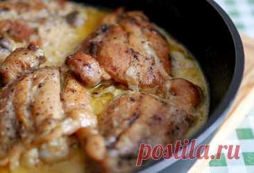 Прекрасное второе из курицы: кавказский рецепт - Сайт для женщин ЛУЧШЕЕ ЗА НЕДЕЛЮ Профессиональный повар предложил удивительно простой, но в то же время нереально вкусный кавказский рецепт второго блюда из курицы. Курица по-кабардински готовится очень быстро. Потребуется примерно килограмм курицы (оптимально использовать куриные бедра), грамм 200 сметаны, 3 большие луковицы, 300 миллилитров горячей воды, специи (тут можно экспериментировать), соль и перец. Перед началом готовки курицу …