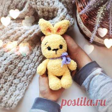 Зайка  #кролик_крючком@knit_toyss, #крючком_игрушка@knit_toyss  Размер вязаной игрушки примерно 17 см. Пряжа Alize Softy Крючок 3 мм  Забирайте пост в копилочку.  Источник: https://www.instagram.com/p/CP5QhvSgrwZ/