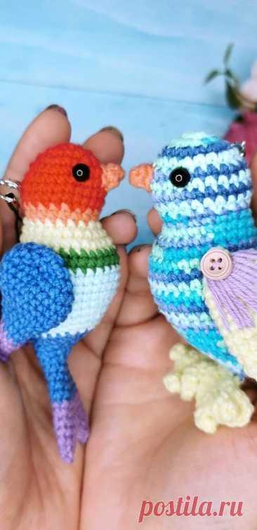 PDF Птички-брелоки крючком. FREE crochet pattern; Аmigurumi bird patterns. Амигуруми схемы и описания на русском. Вязаные игрушки и поделки своими руками #amimore - Птица, птенец, птенчик, маленькая птичка, брелок.