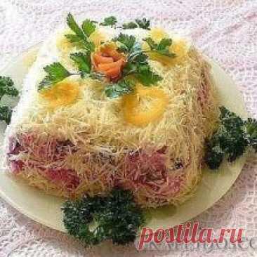 12 рецептов красивых салатов 12 рецептов красивых салатов Салат «Королевский» Когда селедка под шубой и оливье давно приелись, хочется чего-то нового. В поисках простого и вкусного салата