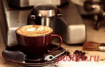 Расширяем границы возможного для обычной кофеварки - Журнал Советов Казалось бы, кофеварка предназначена только для одной задачи — варить кофе. На самом деле, ее можно использовать и альтернативными способами. О том, как превратить самую обычную кофеварку в многофункциональный кухонный девайс мы расскажем в этом обзоре. 1. Приготовить сосиски для хот-догов Нужно около 7 стаканов воды и можно будет приготовить пару хот-догов в течение 30 […]