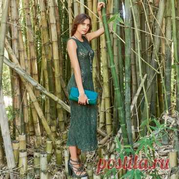 Длинное платье с ажурным волнообразным узором спицами - Портал рукоделия и моды