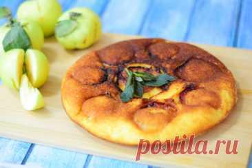 Бисквитный пирог с яблоками на сковороде – рецепт с фото