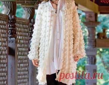 Объемное белое пальто вяжем спицами ~ Свое рукоделие Это объемное белое пальто, вязаное спицами, обязательно станет любимой вещью в вашем гардеробе.Подробное описание и схема.