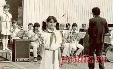 18 сентября исполняется 50 лет знаменитой оперной певице, народной артистке России Анне Нетребко. Сегодня ее называют одной из самых одаренных певиц в истории российской оперы, ей рукоплещут в лучших концертных залах всего мира, но ее путь к успеху был непростым. Почему до того, как выйти на сцену Мариинского театра, певица два года мыла там полы, как еще в молодости покорила мир, а личное счастье обрела только после 40 – далее в обзоре. Читать далее https://kaleidoscopeli...