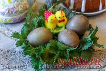 Как покрасить яйца крапивой. Рецепт с фото Темно-зеленые побеги крапивы - первая весенняя зелень, которую мы вместе со снытью активно используем на кухне. Поэтому созрело решение использовать её как натуральный краситель для пасхальных яиц. Для этого приготовили густой отвар из молодой крапивной поросли, надеясь получить яйца зеленого цвета. Но не все так однозначно. Подробности смотрите в рецепте.