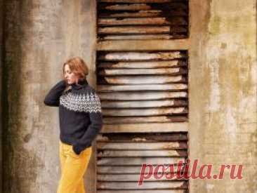 Свитер  Нордстранд Этот мягкий и теплый свитер с характерной скандинавской закругленной кокеткой вдохновлен пляжной жизнью и ее яркими контрастами; буря и тишина...