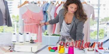 Легкие в пошиве платья. Идеи и выкройки (Шитье и крой) Даже по самым простым выкройкам платья можно сделать стильную вещь. Если знать простые правила и обладать умениями, несложно создавать качественную одежду самому. Но перед тем, как сшить платье сво…