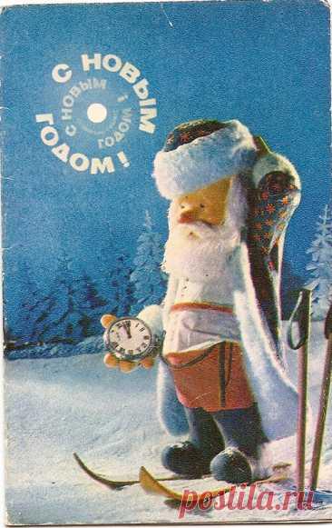Открытки «С Новым годом!» 1971 года Если открытки 50-х интересны тем, что художники там старались прорисовывать детали, герои открыток очень милые, мультяшные… Открытки 60-х — часто минималистичны, но все-таки, можно сказать, нарисованы качественно и продуманно… То к открыткам 70-х годов у меня много вопросов. Нет уже той детальной прорисованности, за которую мы так любим открытки 50-х… Есть ощущение какой-то бедности, застоя […] Читай дальше на сайте. Жми подробнее ➡