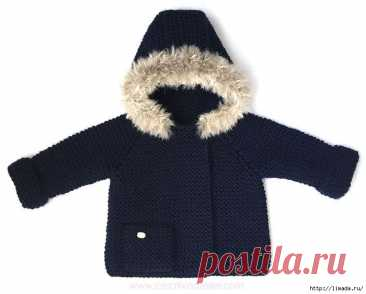 El abrigo tejido al chiquitín 1,5 años. El maestro - la clase.