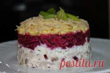 Оригинальный селёдочный салат со свеклой и сыром – вкусно и просто!