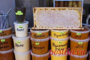 Как определить качество мёда Вряд ли возможно назвать хоть пару продуктов питания, которые подделывали бы так часто, как мёд. Способов его проверки существует множество. Но одни из них слишком сложны и недоступны, например, на ры...