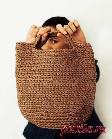 Вяжем летнюю сумку крючком за 200 РУБЛЕЙ из трикотажной пряжи
