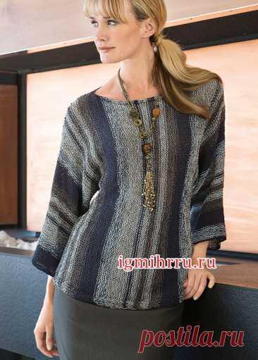 Трехцветный полосатый пуловер, связанный поперек единым полотном. и