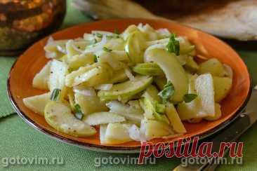 Еврейский салат из картофеля с яблоками. Рецепт с фото Несмотря на очень простой, даже, можно сказать, скупой набор ингредиентов, вкус салата порадовал. Сочное, кисловатое яблоко отлично сочетается с картофелем. Еще добавьте тонко нарезанный репчатый лук, приправьте ароматным маслом и свежевыжатым соком лимона. Из пряностей будет достаточно щепотки черного молотого перца и  сушеного тимьяна. Не знаю, в курсе ли евреи, что этот салат приписывают им, но если это так, то 5 ба...