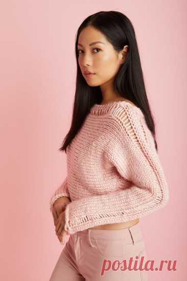 Укороченный пуловер с декоративными протяжками - WEKNIT Модный укороченный пуловер с декоративными протяжками вяжется лицевой гладью из толстой пряжи и подойдет для начинающих вязальщиц.