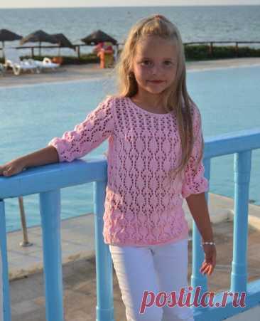 Ажурный розовый пуловер для девочки спицами: схемы с описанием + отделка крючком