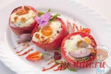 Яйцо, запеченное в помидоре с сыром: рецепт завтрака в духовке Предлагаю попробовать несколько необычную подачу запеченных яиц. Яйцо, запеченное в помидоре - это очень эффектно, нескучно, красиво и вкусно!