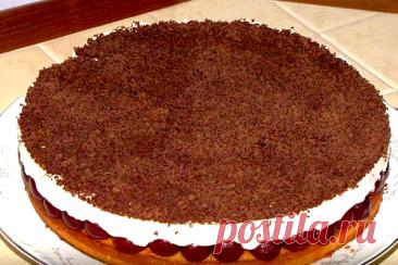 Пирог «Вишневое наслаждение» - КУХНЯ МИРА Получается вкуснейший пирог! Удачное сочетание нежного-нежного крема, кисленькой вишни и пышного бисквита. Ингредиенты 3 яйца 150 г сахара 150 г муки крем: 250 г сливок 30-35 % 250 г сыра маскарпоне (можно заменить любым творожным сыром) 150 г сахара так же: компот из вишни или черешни 100 г шоколада Приготовление пирога «Вишневое наслаждение»   […]