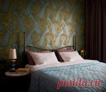 Обои в спальне: 30 примеров оформления стены у изголовья кровати | ELLEDECORATION
