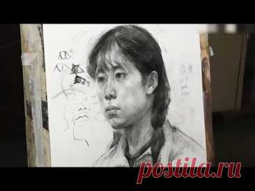 The female teacher drew a self-portrait to give to herself