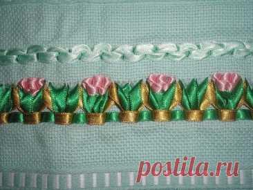 Вышивка лентами на полотенцах Вышивка лентами на полотенцахВышивка лентами на полотенцах больше всего подходит для полотенец для рук: они всегда на виду и используется в основном только их средняя часть.
