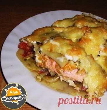 Волшебная золотая рыбка  Для приготовления понадобится: -Рыба (филе любой рыбы) — 250 г -Картофель (среднего размера) — 2 шт -Лук репчатый (среднего размера) — 1 шт -Помидор (небольшого размера) — 1/2 шт -Сыр твердый (тертый) — 50 г -Майонез -Сок лимонный (свежевыжатый) -Соевый соус -Соль -Зелень (свежая) -Специи  Приготовление:  Для начала давайте приготовим всё необходимое. Все ингредиенты здесь очень простые и доступные. Сначала нам необходимо замариновать филе рыбки пр...