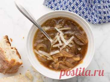 👌 Французский луковый суп - проверенный рецепт, рецепты с фото Наверное, это самый известный суп во всём мире. Уж на Западе точно. Сегодня мы приготовим аутентичный французский луковый супчик, соблюдая рецептуру настолько, насколько это возмож...