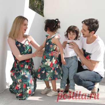 Сочетающаяся семейная одежда, джинсы с цветочным принтом, платья для мамы, дочки, детские платья, семейный образ с коротким рукавом, одежда для мамы и ребенка, футболка для папы и сына