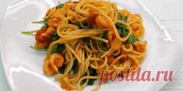 Сытное постное блюдо – итальянская паста с креветками и шпинатом..