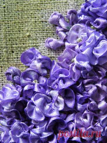Живопись лентами: способы вышить цветок + красивая подборка.