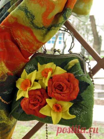 """Комплект валяный """"Букет для северянки""""  Шерсть австралийского мериноса, шелк натуральный понже (ручное крашение), растительные и шелковые волокна."""