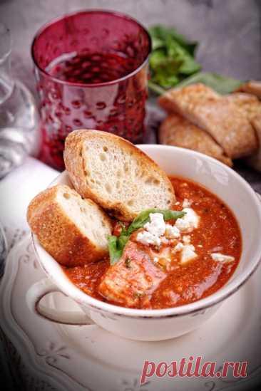 Хлеб на закваске с вялеными томатами и луковыми чипсами