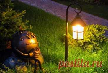 Уличный светильник для загородного дома Почти в любом магазине садовых или строительных принадлежностей можно приобрести уже готовые светильники для дачного участка. Проблема в том, что далеко не в каждом случае их цена доступна для каждого...