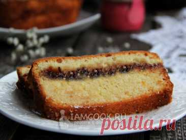 К чаепитию можно приготовить пирог из нежного теста на молоке с начинкой из любого варенья. Пирог получается вкусным и красивым на разрезе.