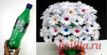 Крутая идея переработки пластиковых бутылок Очаровательный самодельный букет может стать предметом любования. Весь расходный материал это пластиковая бутылка и несколько листов бумаги. При этом никто не помешает импровизировать. К примеру, заменив недолговечную бумагу фоамираном, можно с легкостью разнообразить цветник или украсить зону отдыха на свежем воздухе.