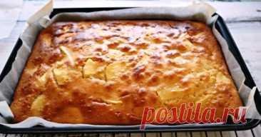 Самый простой рецепт яблочного пирога: быстрое тесто на сметане Поднимается без дрожжей.